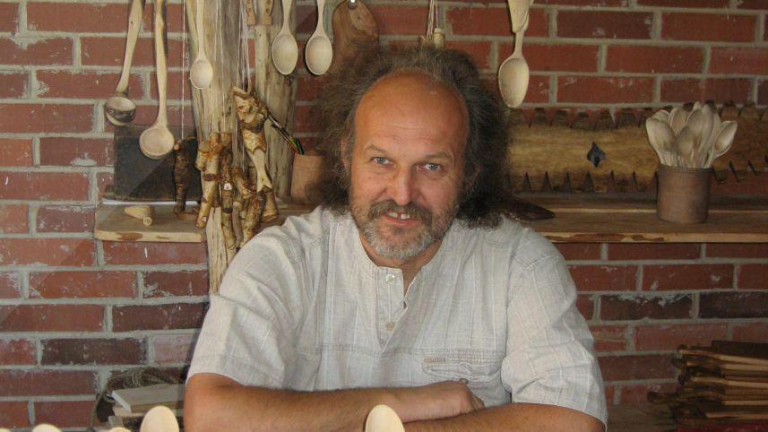 Wood carver Gediminas Kairys