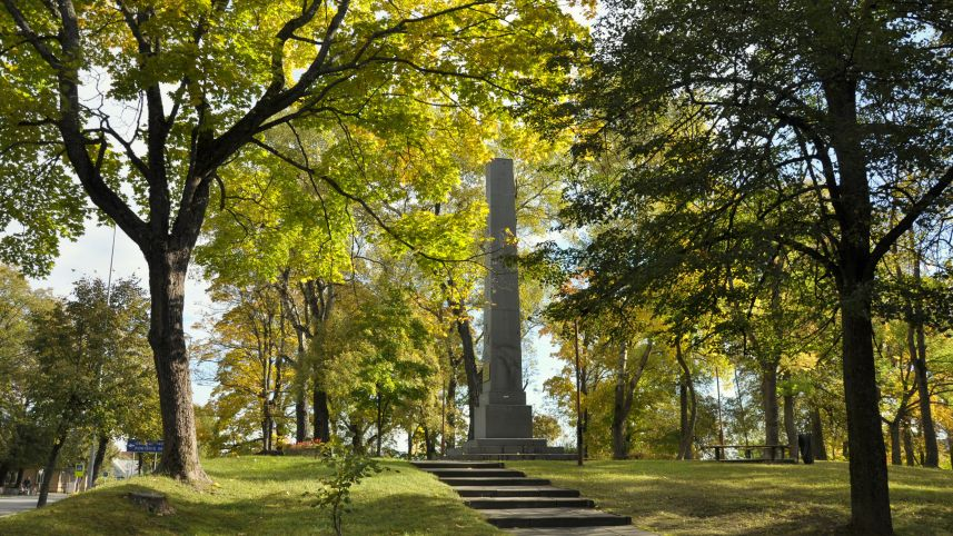Obeliskas Sankt Peterburgo - Varšuvos traktui atminti