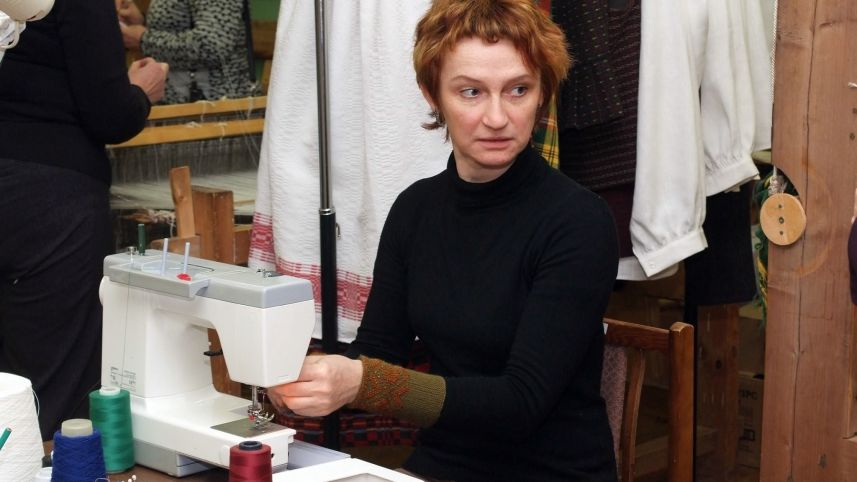 Weaver Birutė Andrijauskienė