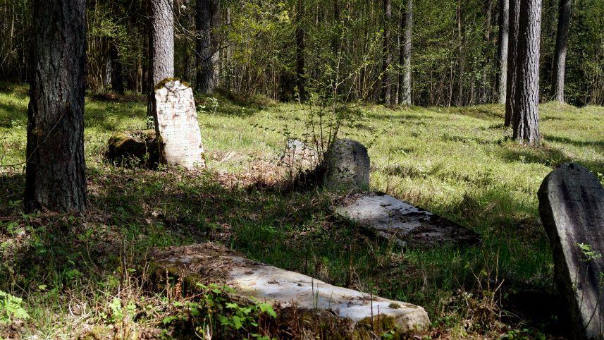 Старые Салакайские еврейские кладбища