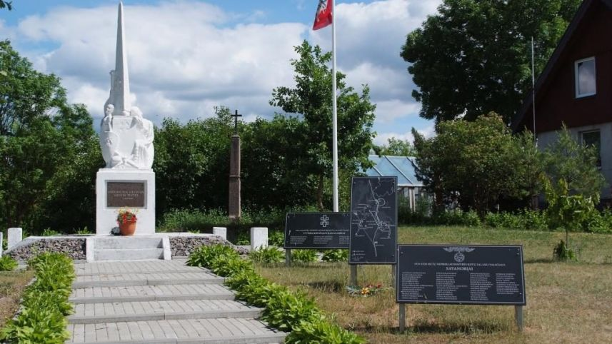 Independence Monument in Salakas