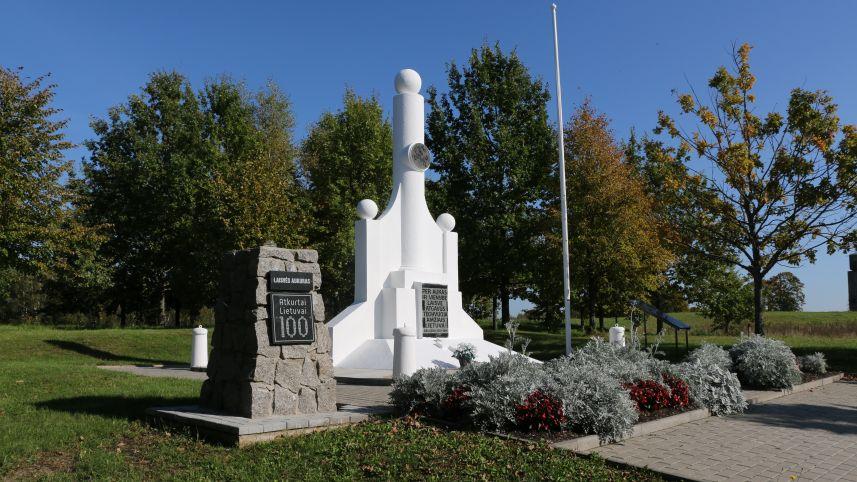 Памятник независимости в Дегучяй